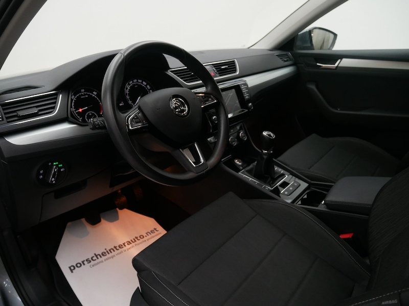 Škoda Superb Combi   2.0 TDI Greentec Business9