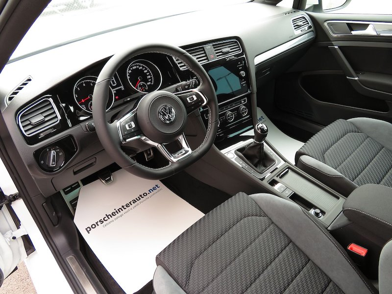 Volkswagen Golf 1.5 TSI ACT BMT R-Line Edition9