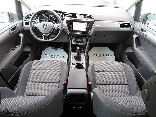 volkswagen touran 2 0 tdi bmt family porsche inter auto. Black Bedroom Furniture Sets. Home Design Ideas