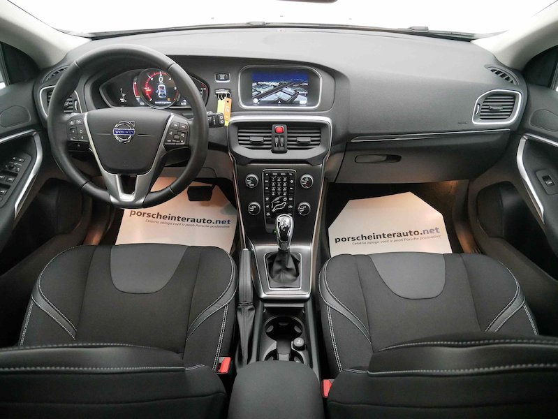 Volvo V40 D4 Momentum Geartronic11