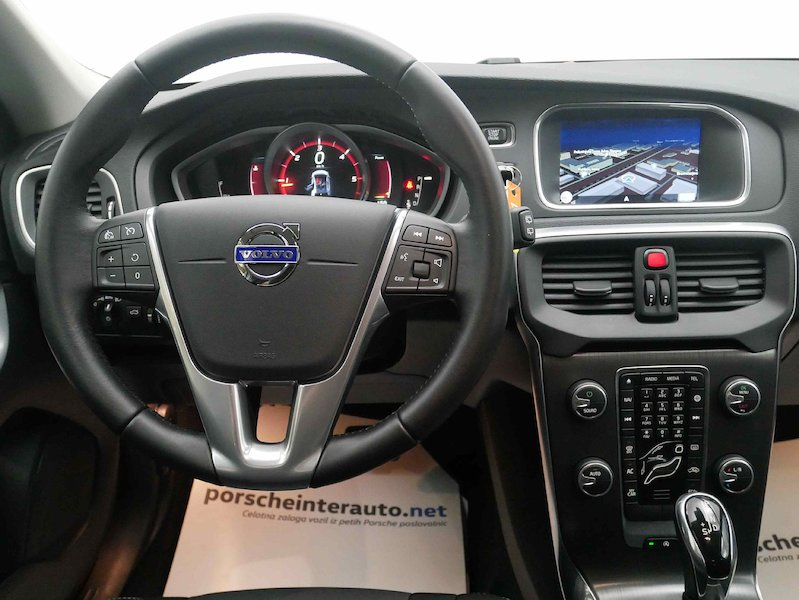 Volvo V40 D4 Momentum Geartronic12