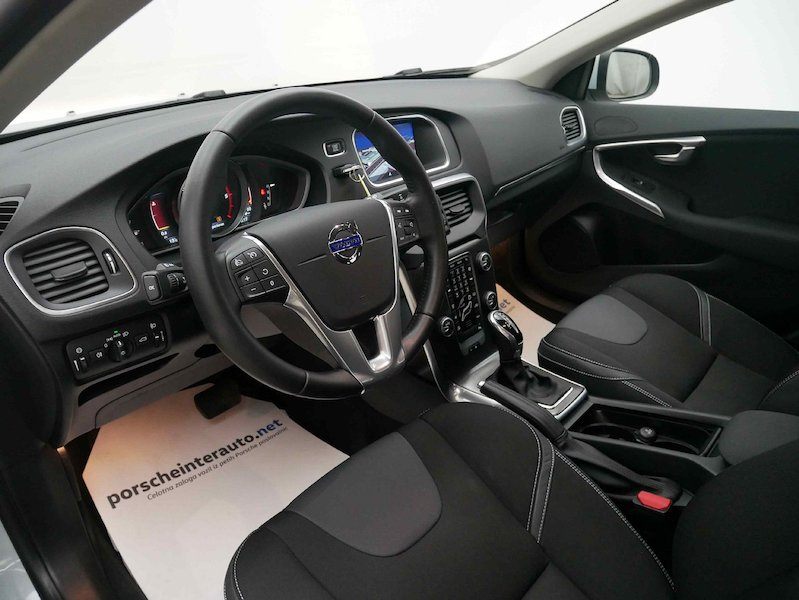 Volvo V40 D4 Momentum Geartronic9